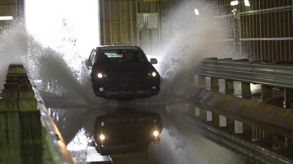 Chevrolet kiểm tra khả năng lội nước của Colorado và Trailblazer