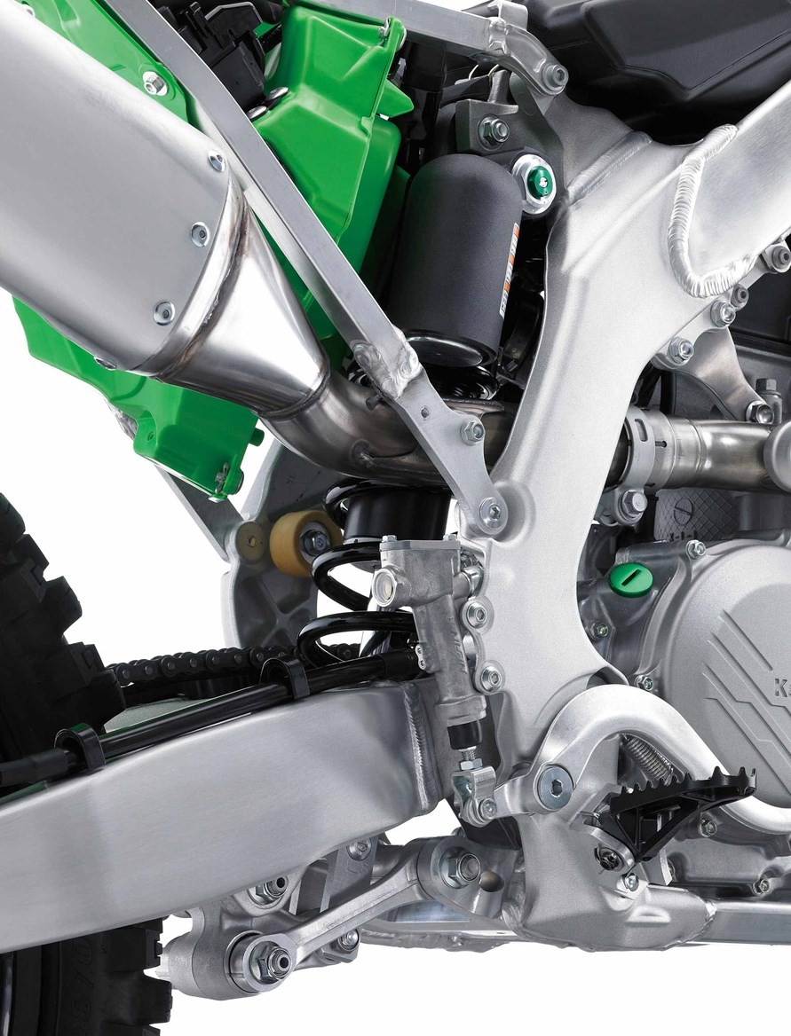 Kawasaki lifted the 2019 KX 450 locomotive to challenge the opponent