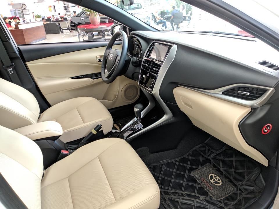 Toyota Yaris 2018 đi kèm ghế màu vàng kem tạo cảm giác cao cấp hơn