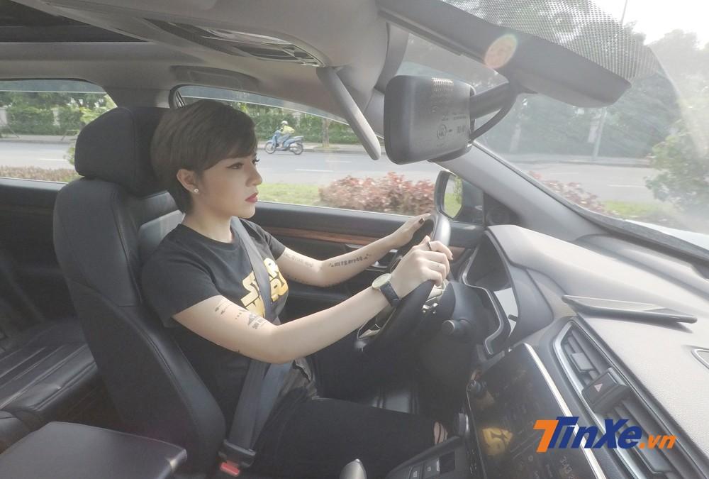 Vận hành Honda CR-V Turbo 2018 trong phố khá nhẹ nhàng.