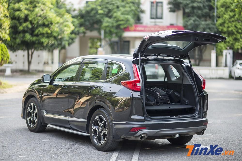 Hàng ghế thứ 3 của Honda CR-V có thể gập xuống để tăng không gian để hành lý phía sau.