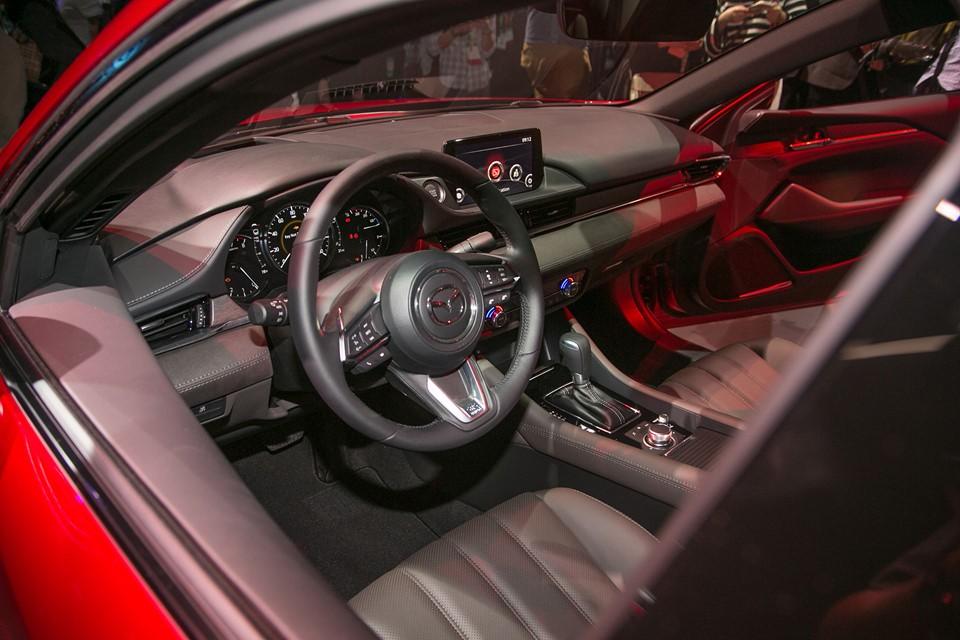 Vô lăng trên Mazda6