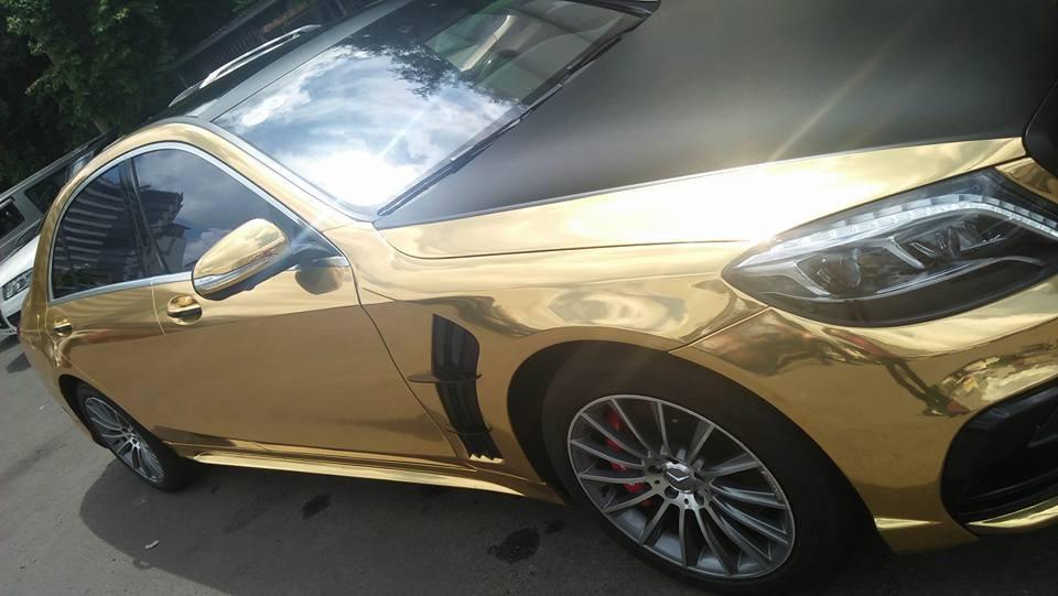 Chiếc Mercedes-Benz S-Class mạ vàng còn được chủ nhân trang bị bộ bodykit của hãng độ danh tiếng Wald International