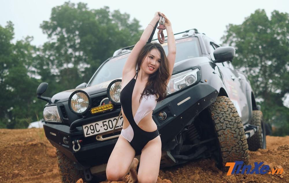 """Chân dài Việt """"vầy bùn"""" cùng xe bán tải - 11"""