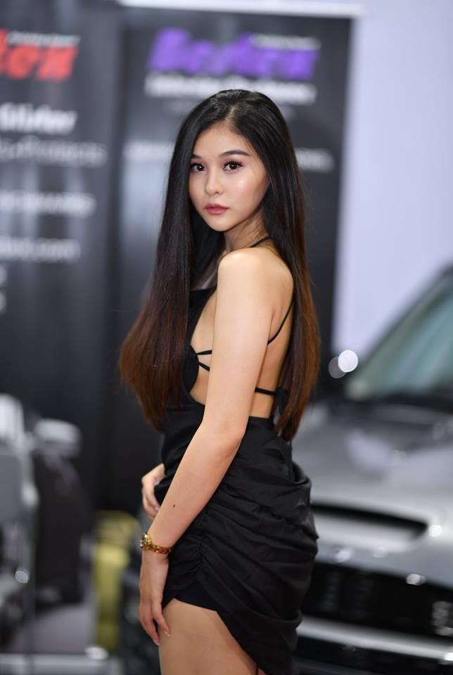"""Ngắm các """"bóng hồng"""" Thái Lan xinh tươi mơn mởn tại Bangkok Auto Salon 2018"""