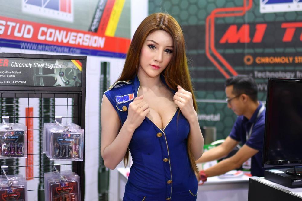 """Ngắm các """"bóng hồng"""" Thái Lan xinh tươi mơn mởn tại Bangkok Auto Salon 2018 - 26"""