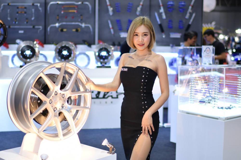 """Ngắm các """"bóng hồng"""" Thái Lan xinh tươi mơn mởn tại Bangkok Auto Salon 2018 - 18"""
