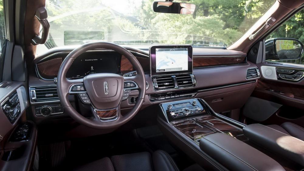 Khoang lái sang chảnh của Lincoln Navigator 2018