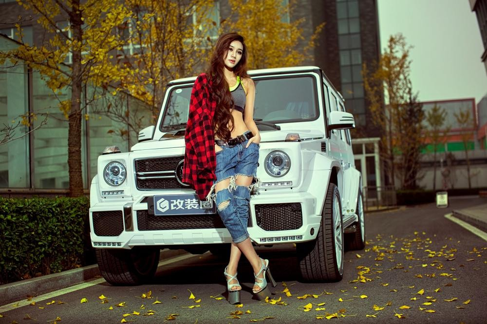 """Chân dài nóng bỏng thả dáng bên Mercedes-Benz G63 AMG """"Bạch Tuyết"""" - 4"""