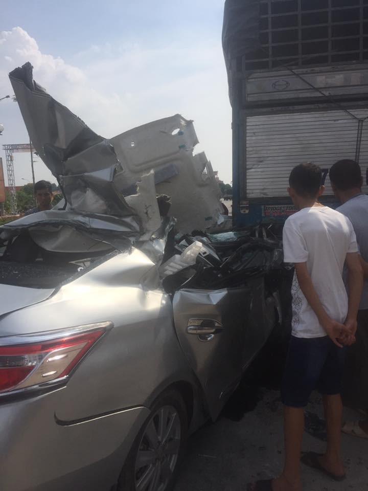 Vụ tai nạn khiến người lái Toyota Vios phải nhập viện
