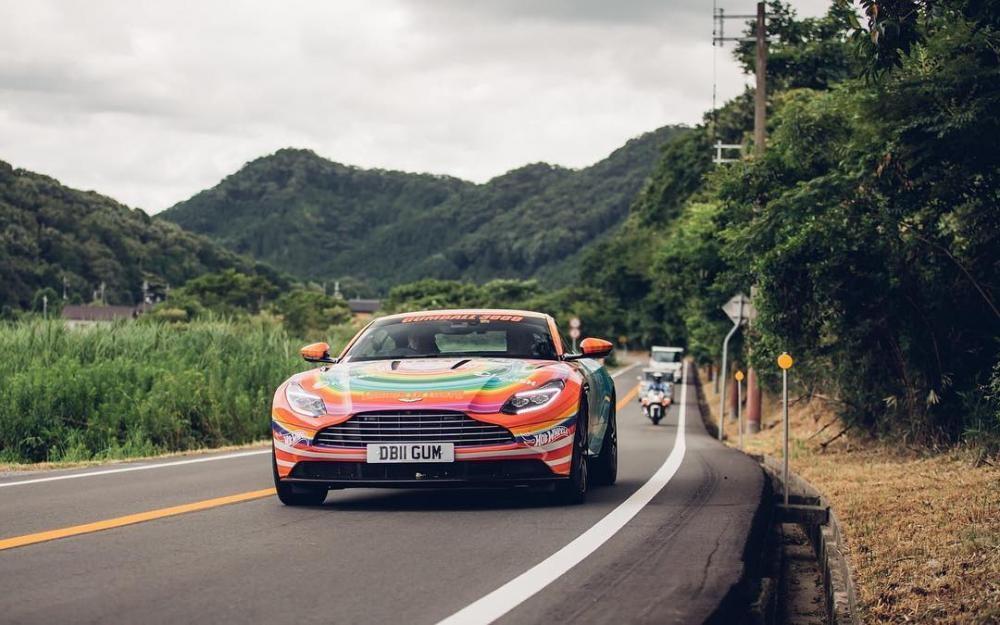 Viên kẹo ngọt Aston Martin DB11