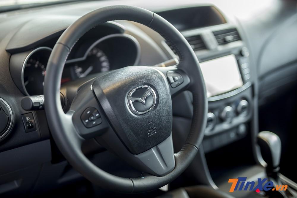 Nâng cấp nhẹ bên trong khiến Mazda BT-50 2018 thực dụng hơn.