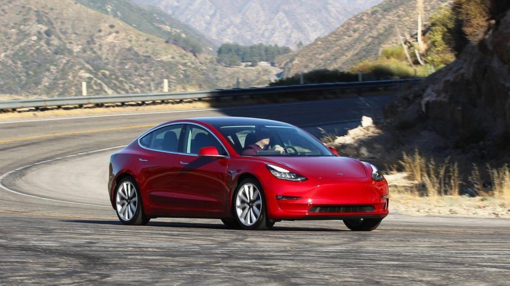 Ngược lại, Tesla đang là một trong những nhà sản xuất có thua lỗ lớn nhất