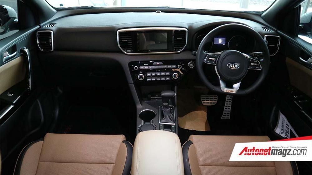 Nội thất phối đen - nâu của chiếc Kia Sportage 2019 tại Indonesia