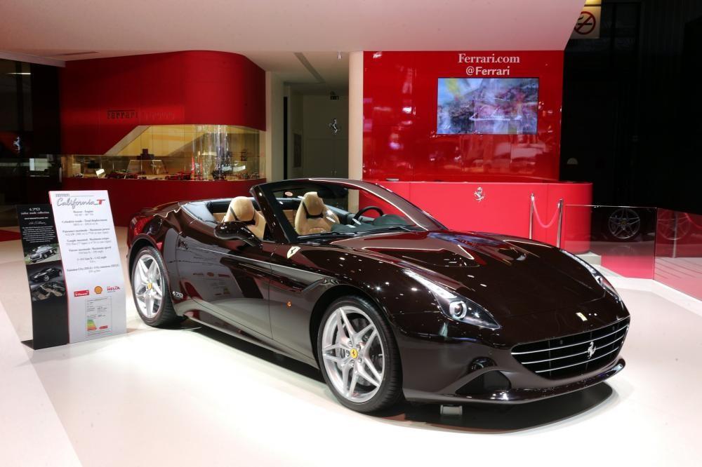 Ferrari California T đặc biệt với màu sơn được lấy từ chiếc Ferrari 250 GT Berlinetta Lusso 1963 của Steve McQueen.