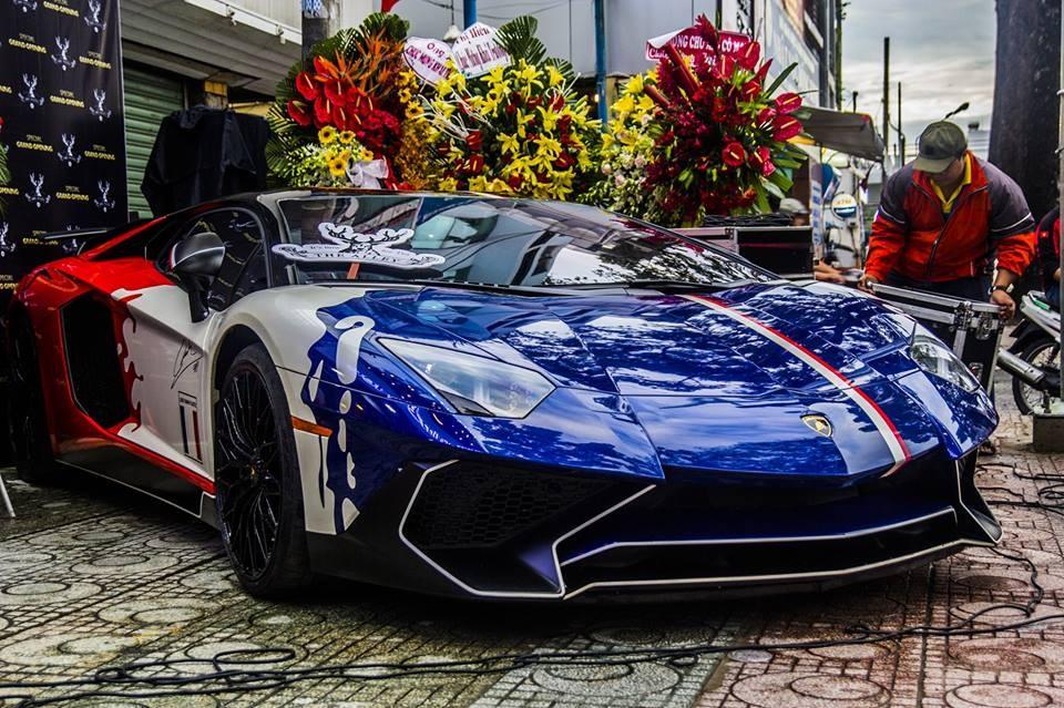 Siêu xe hàng hiếm Lamborghini Aventador LP750-4 SV tái xuất trên đường phố Sài thành