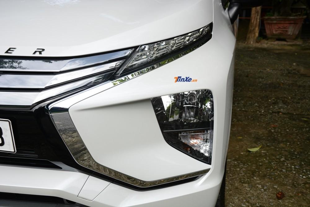 Đèn pha halogen đặt vị trí thấp, trong khi dải đèn LED định vị trên Mitsubishi Xpander 2018 đặt lên cao