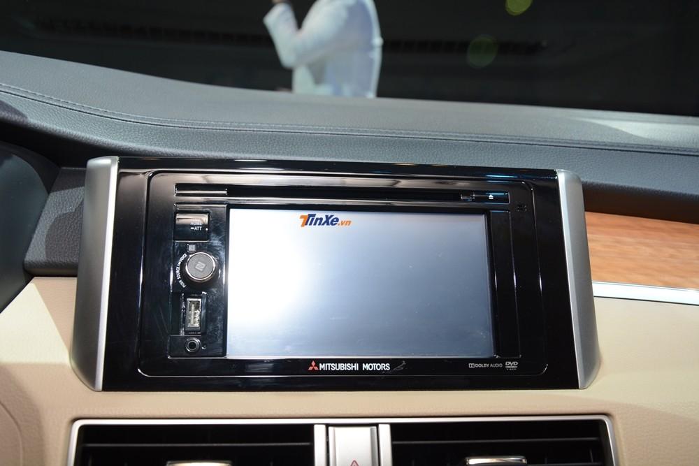 Mitsubishi Xpander 2018 bản tự động có các trang bị cao cấp hơn bản số sàn như màn hình 6.2 inch