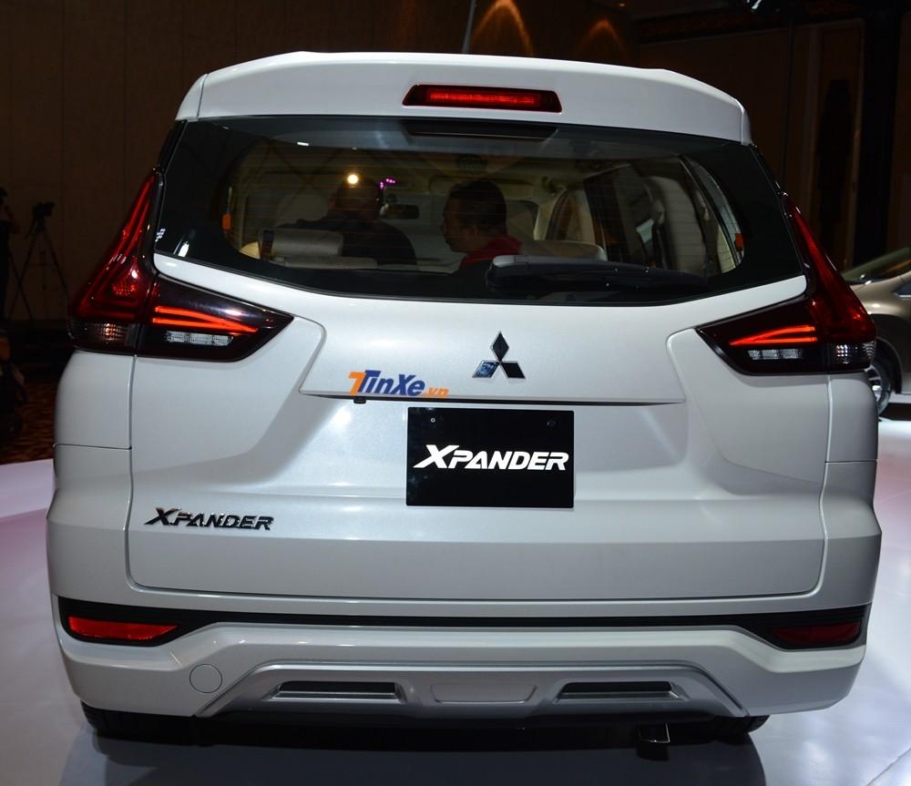 Trọng lượng của Mitsubishi Xpander 2018 bản số tự động là 1.240 kg