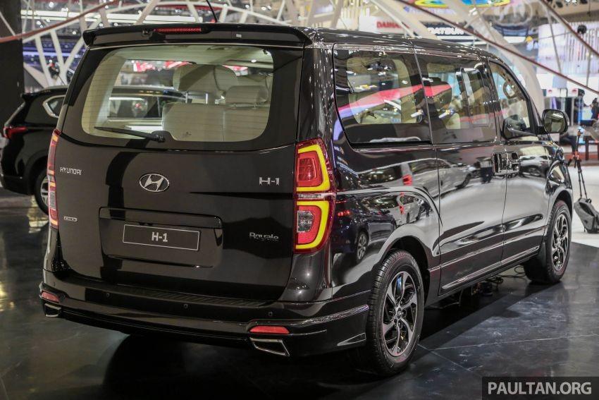 Phần đuôi Hyundai Grand Starex hầu như không có thay đổi đáng kể