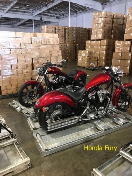 Hàng loạt mô tô nhập khẩu rục rịch cập bến Việt Nam
