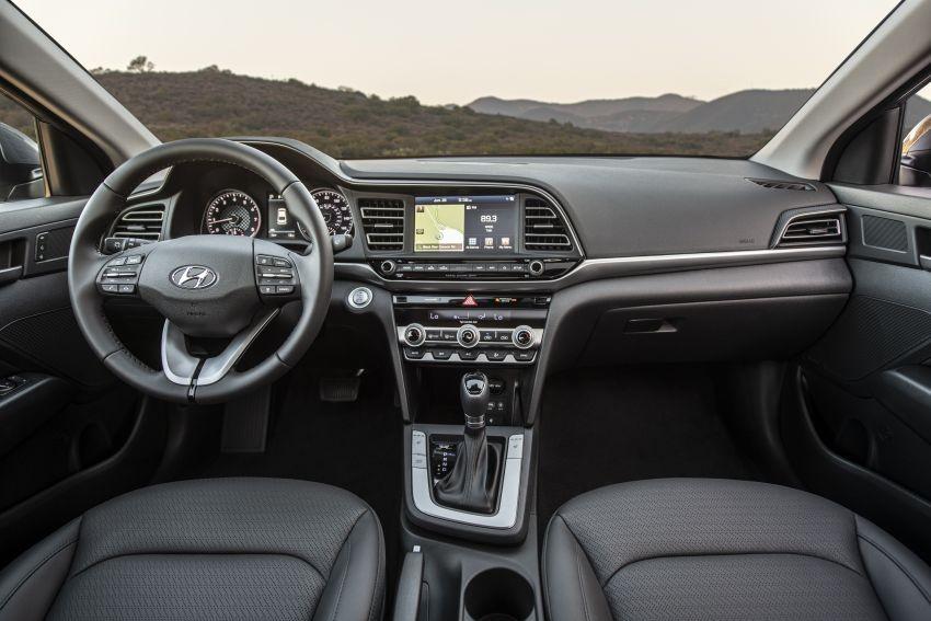 Nội thất bên trong Hyundai Elantra 2019