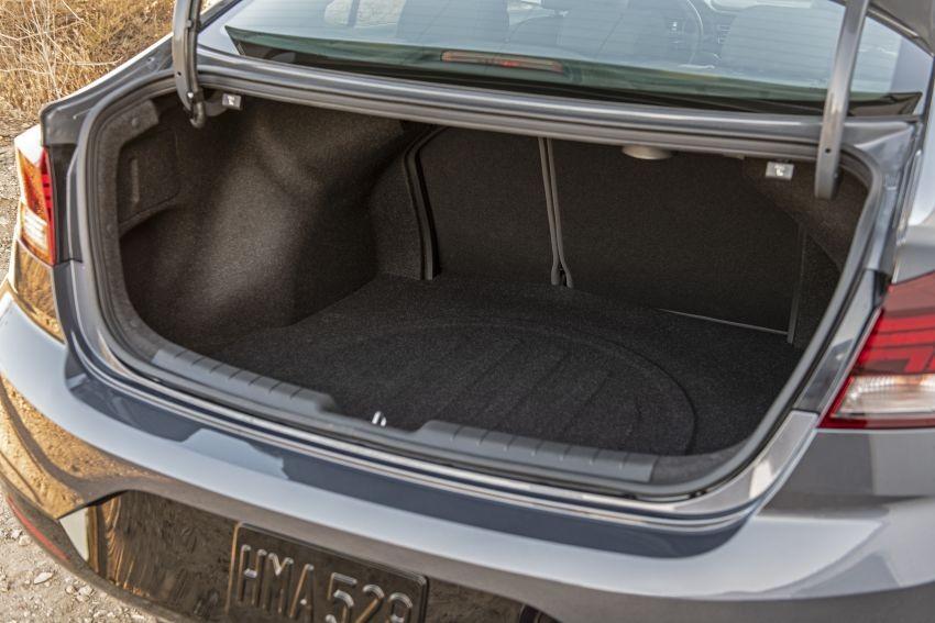 Cốp sau của Hyundai Elantra 2019