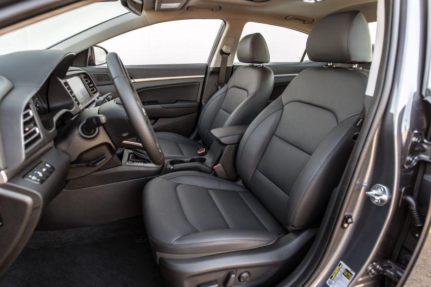 Hàng ghế trước của Hyundai Elantra 2019