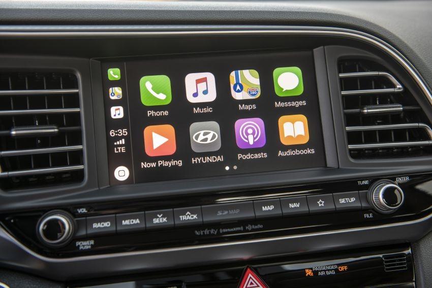 Màn hình 8 inch của hệ thống thông tin giải trí mới trong Hyundai Elantra 2019