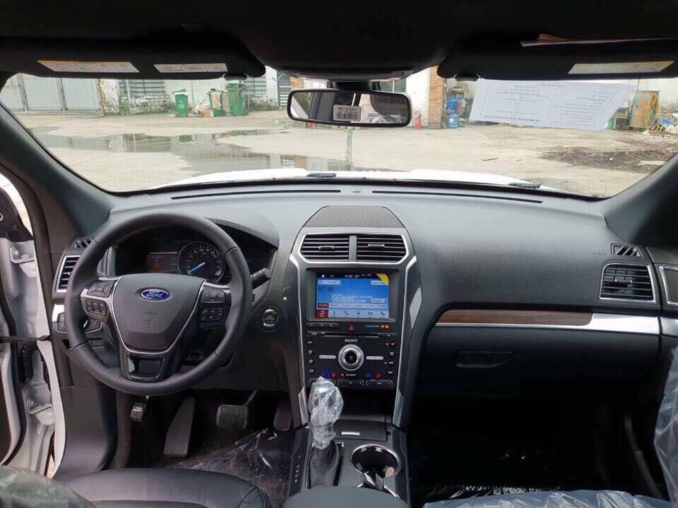 Nội thất bên trong Ford Explorer 2018 tại Việt Nam