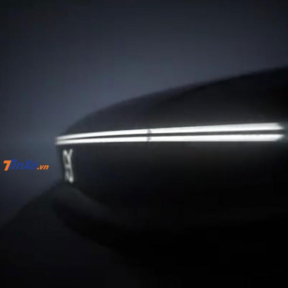 Logo hình ký hiệu cổ của sắt phát sáng trên đầu xe