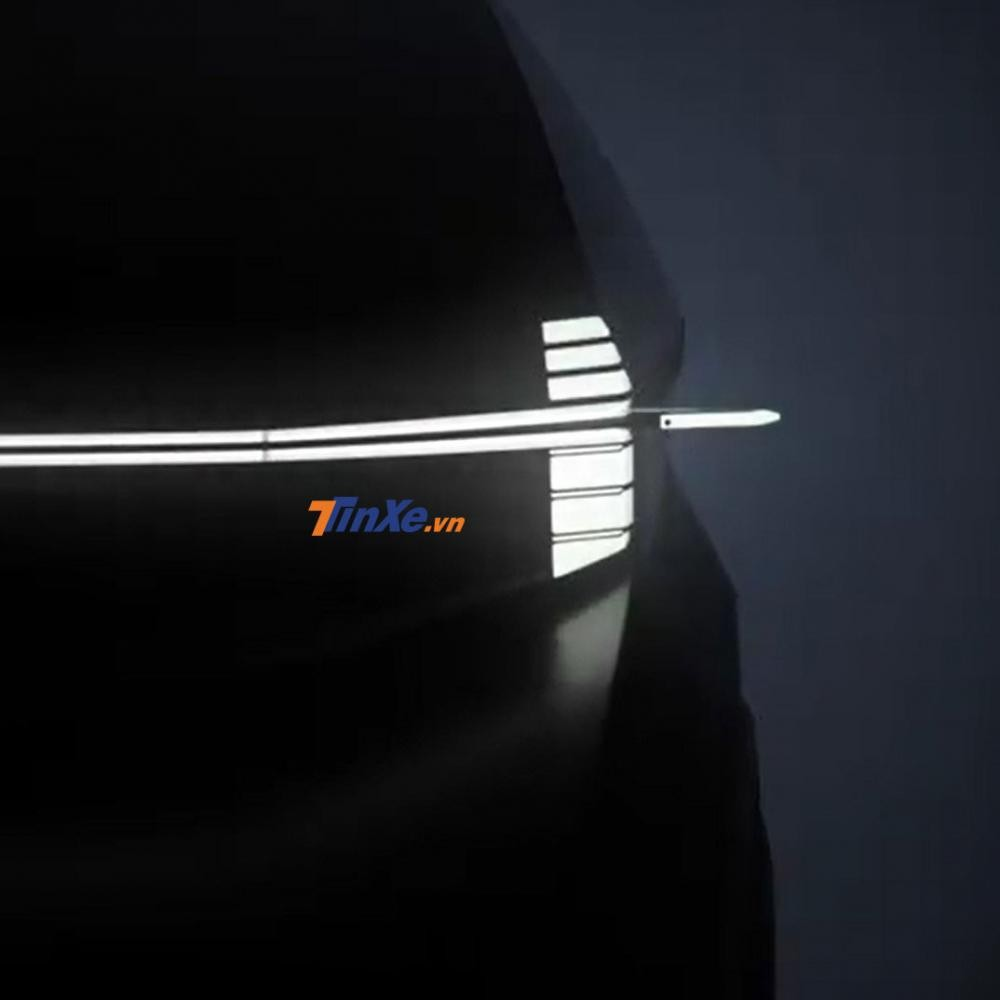 Dải đèn nối liền với camera kỹ thuật số thay cho gương chiếu hậu