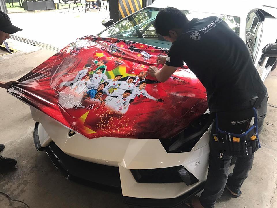 Siêu xe Lamborghini Aventador độ khủng được chủ nhân lên băng rôn cổ vũ Olympic Việt Nam