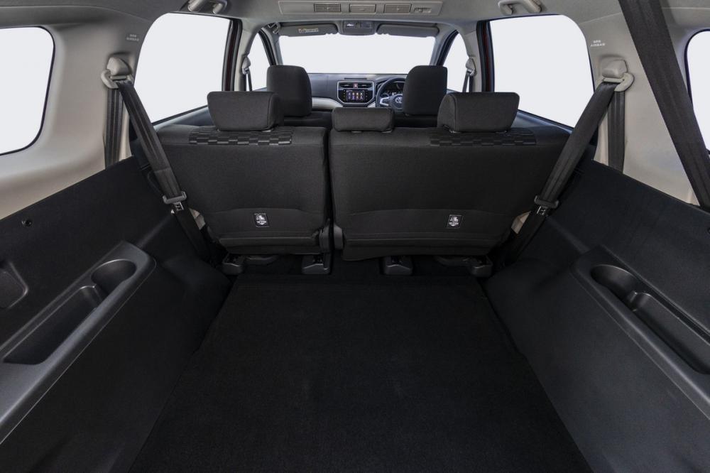 Khoảng trống phía sau cực rộng ở Toyota Rush 2018 bản 5 chỗ
