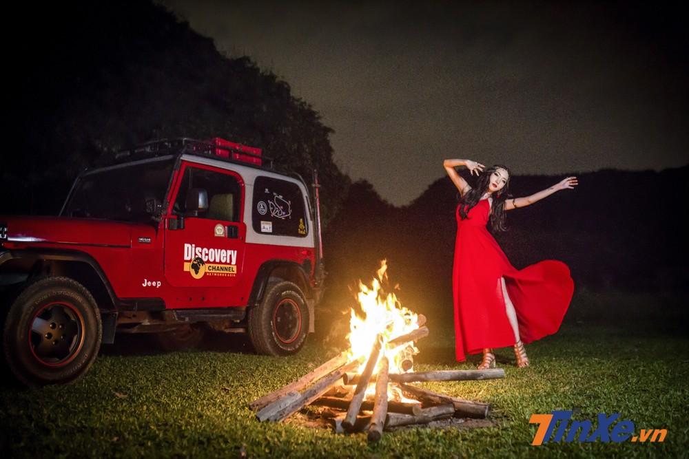 """Ngẩn ngơ với """"vũ điệu lửa"""" của cô nàng váy đỏ"""