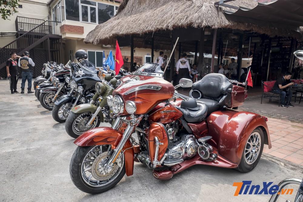 Trong buổi đón cúp ngày 13/9/2018, nữ biker Ngọc Phượng sử dụng chiếc Harley-Davidson độ ba bánh làm phương tiện di chuyển.