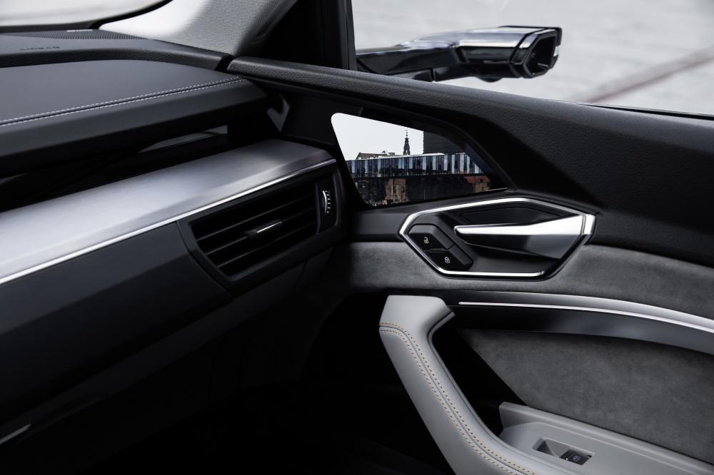 SUV điện Audi e-tron lên sóng 18/9 tới, quyết đấu Mercedes-Benz EQC