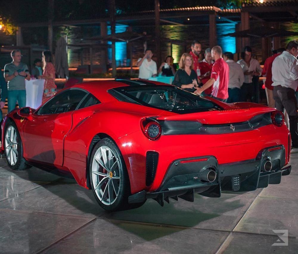 Ferrari 488 Pista mới được giới thiệu tại Singapore