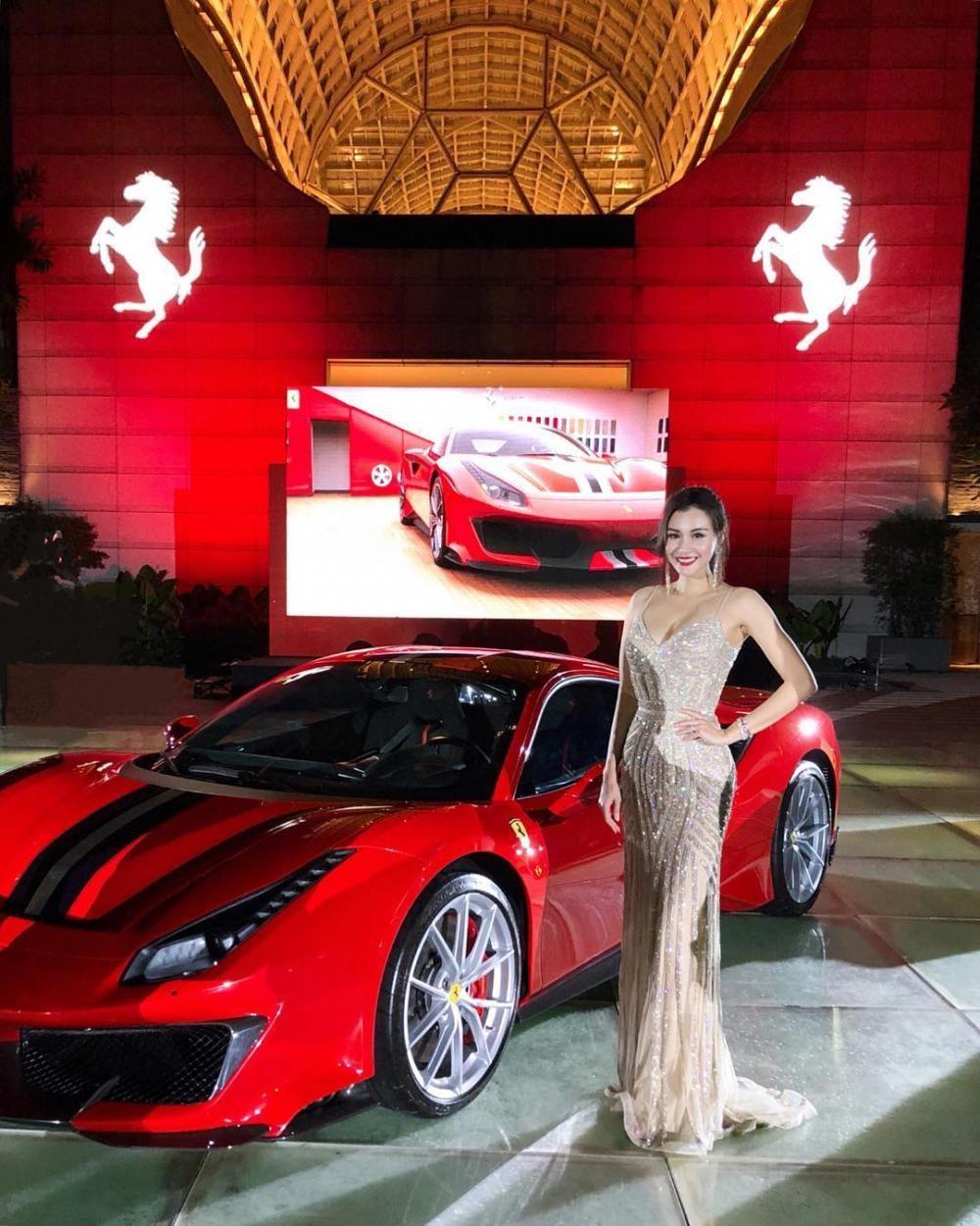 Nhiều nhân vật nổi tiếng tại Singapore đã được mời đến ra mắt Ferrari 488 Pista