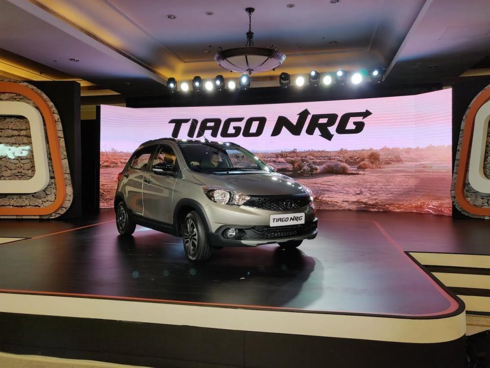 Tata Tiago NRG có ngoại hình lớn hơn so với phiên bản tiêu chuẩn