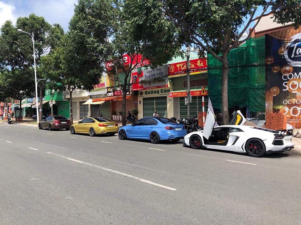 3 chiếc BMW M Series xếp hàng dài đầu tiên. Dẫn đầu là M3 tắc kè hoa của chủ nhân Lamborghini Aventador Limited Edition 50 độc nhất Việt Nam