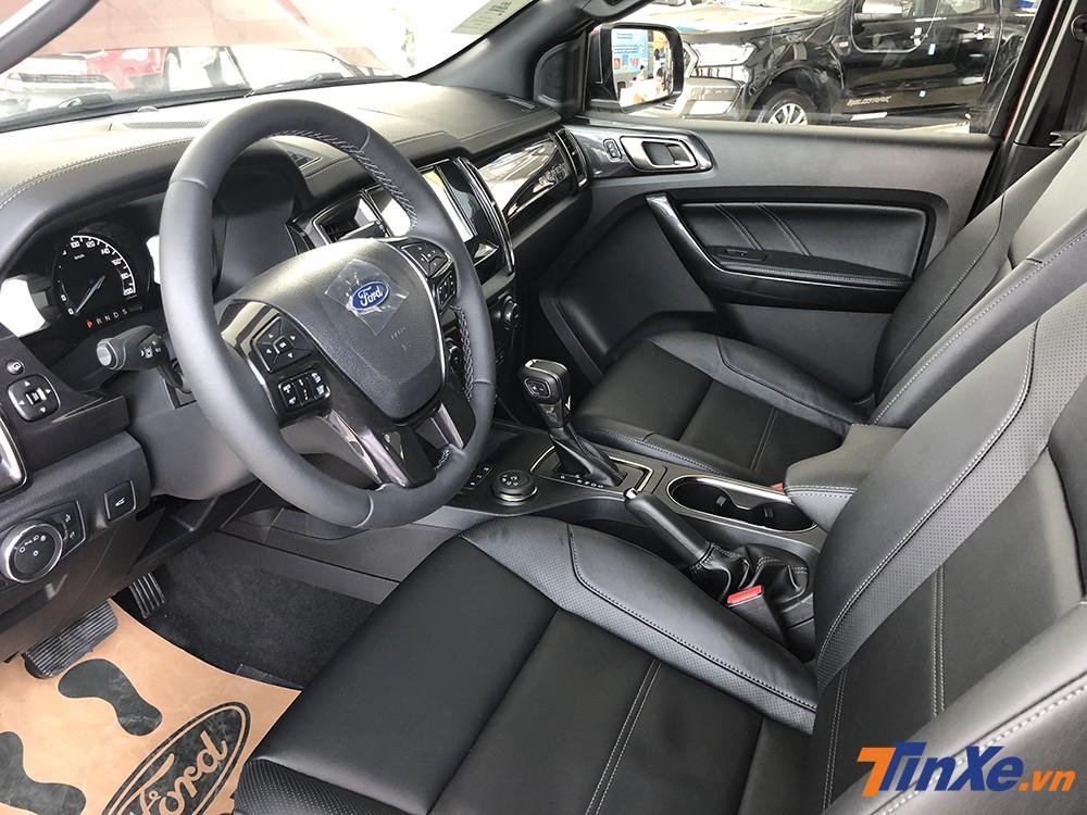 Không gian nội thất lịch sự và tiện nghi của Ford Everest Titanium 2.0L 4WD.