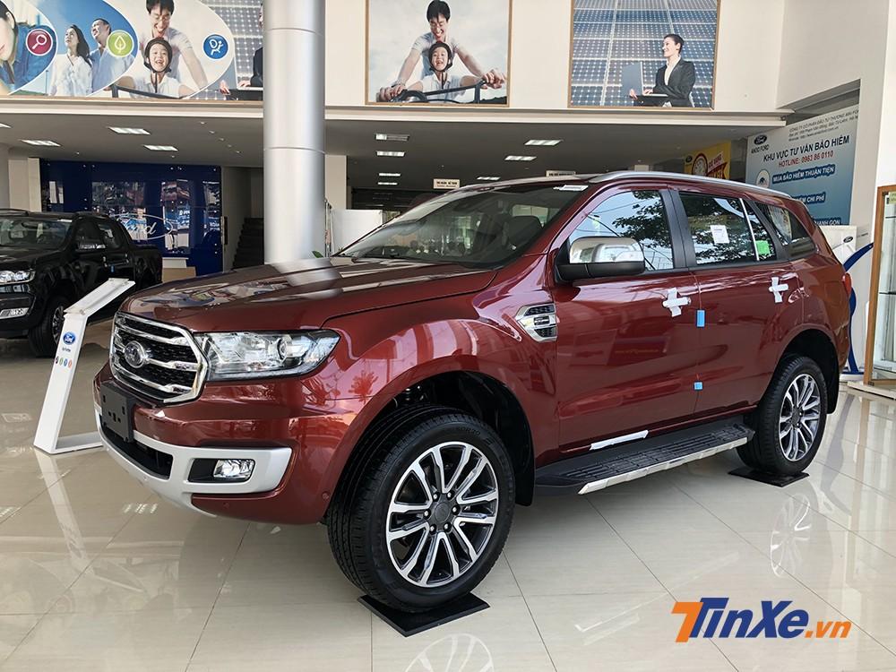Ngoại thất cơ bắp mang đậm chất Mỹ của Ford Everest mới.
