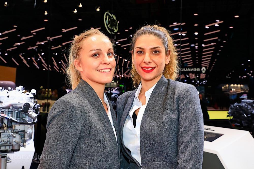 Ngắm nhìn một vòng những người mẫu thanh lịch ở Triển lãm Ô tô Paris 2018 - 20