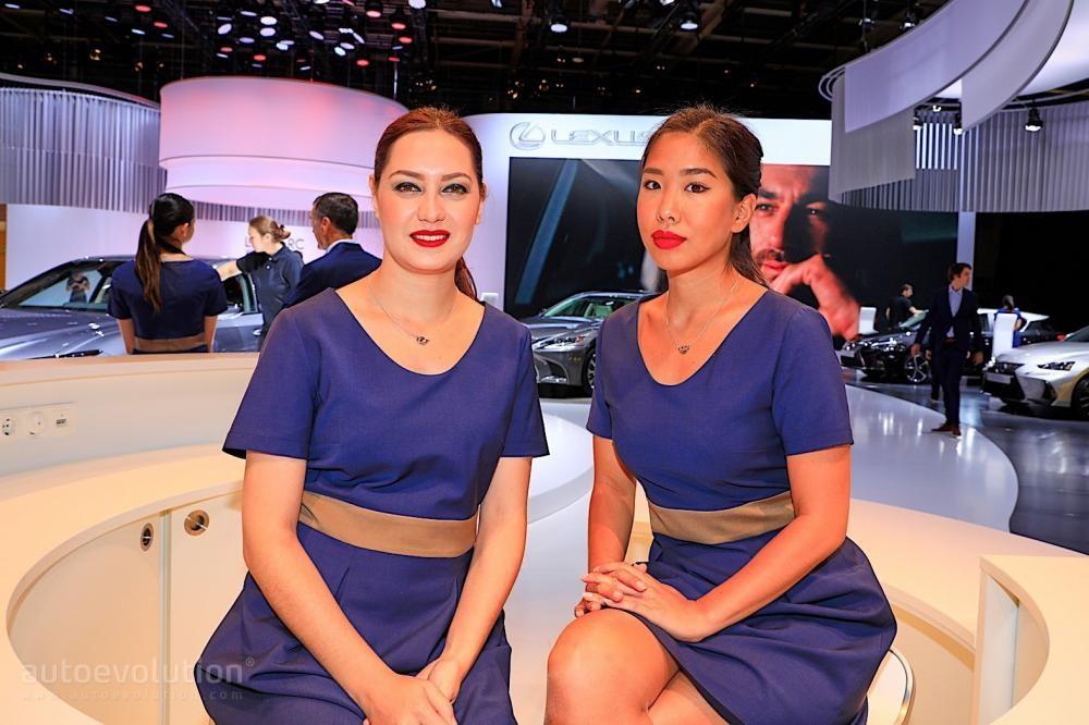 Ngắm nhìn một vòng những người mẫu thanh lịch ở Triển lãm Ô tô Paris 2018 - 13