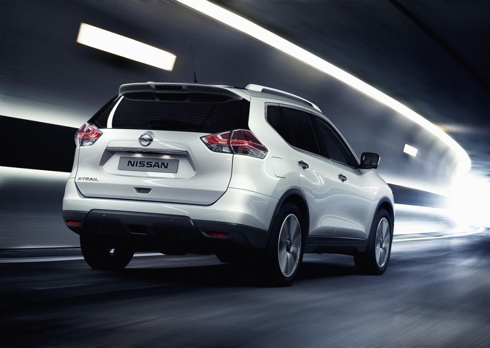Nissan XTrail V-series đuôi xe