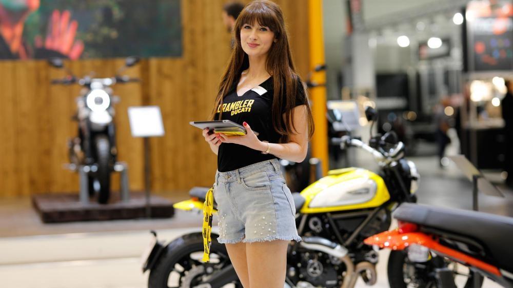 Không chỉ có mô tô đẹp, triển lãm Intermot 2018 còn có đầy người mẫu cá tính - 6