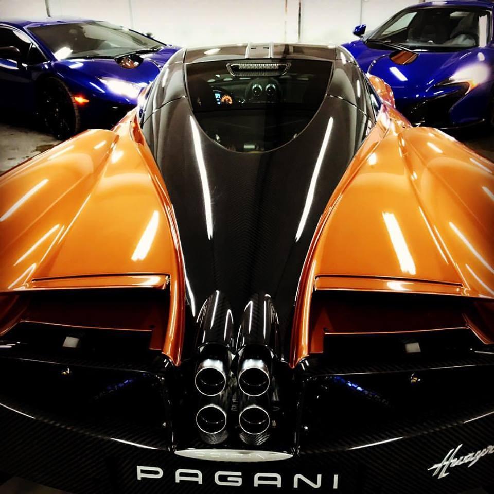 Pagani Huayra đọ dáng cùng cặp đôi siêu xe màu xanh dương McLaren 650S Spider và Lamborghini Aventador LP750-4 SV