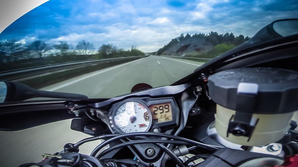 299km/h là quy ước giữa các nhà sản xuất xe