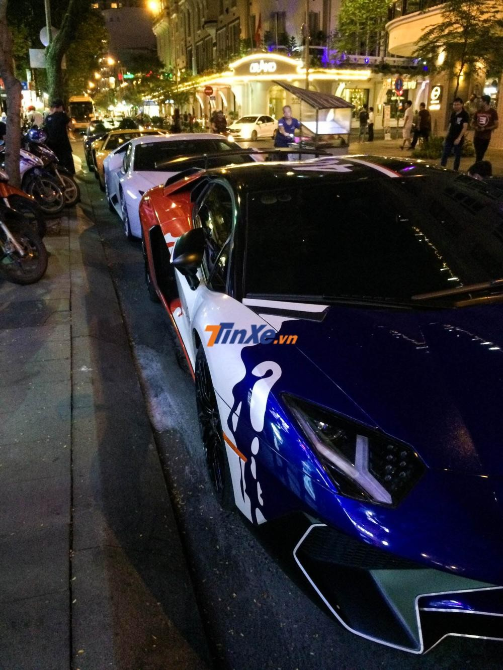 Siêu xe Lamborghini Aventador LP750-4 SV của Minh Nhựa chỉ có đúng 600 chiếc được sản xuất trên toàn thế giới